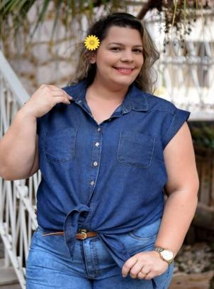 Camisa Jeans Plus Size Delavê com Nó