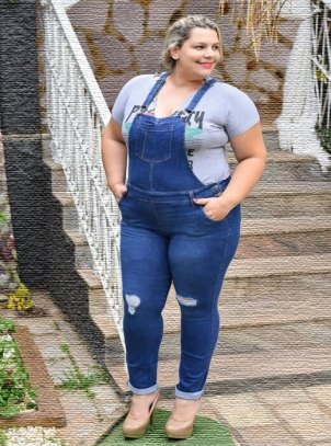 Jardineira Jeans Plus Size Cropped com Lycra