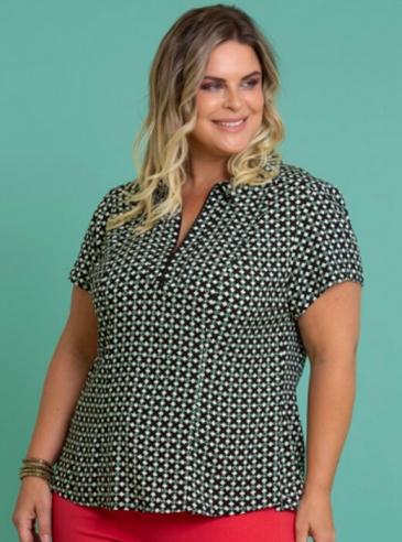 Camisa Plus Size Estampada com Zíper