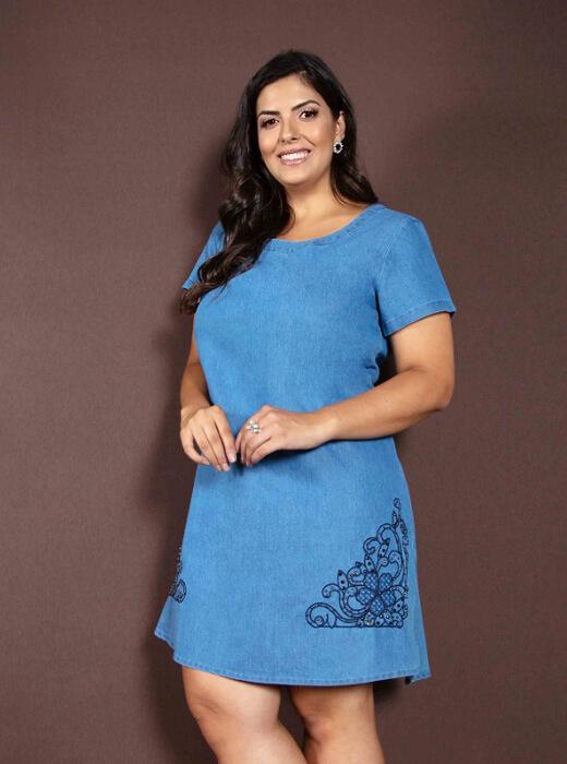 c0c694b87 Vestido Jeans Plus Size Azul Claro Bordado | Do44ao54 Moda Plus Size