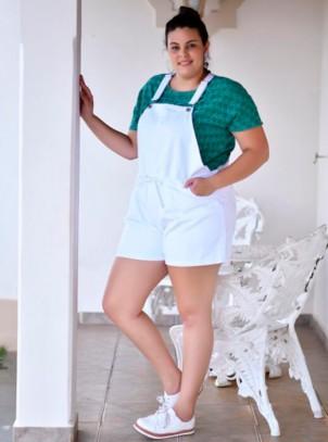 Jardineira Feminina Plus Size Branca Bolsos e Cordão