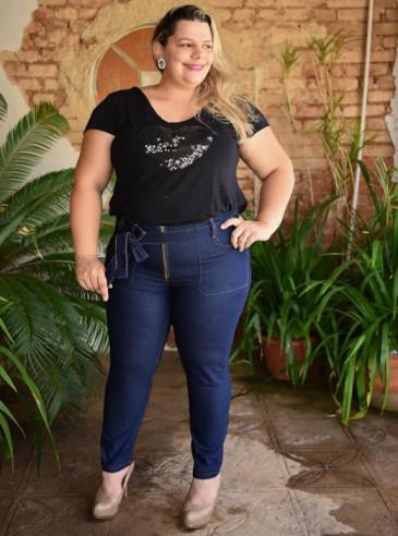Calça Plus Size Skinny Cropped com Cinto
