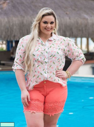Camisa Plus Size Estampa Tropical