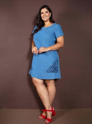 fb537c763 Vestido Jeans Plus Size Azul Claro Bordado
