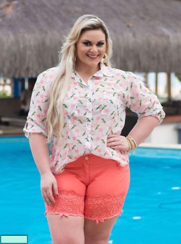 Camisa Plus Size Estampa Tropical