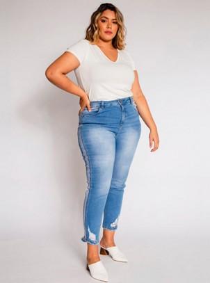 Calça Plus Size Jeans Recortes Laterais