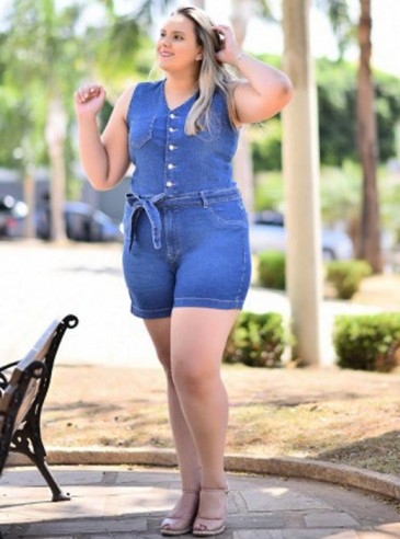 Macaquinho Plus Size Azul Jeans Botões